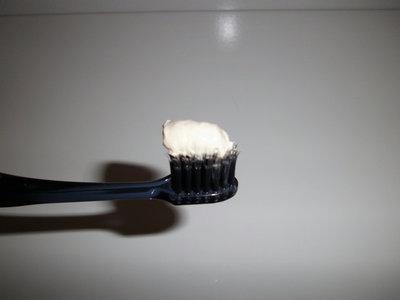 「薩摩刀豆 なたまめ歯みがき」をチューブから出してみると