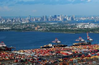 貿易戦争・ニューヨークニュージャージー港.PNG